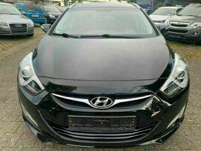 gebraucht Hyundai i40 cw Style *MFL*SHZ*AHK*PDC*8-fach*TÜV NEU*