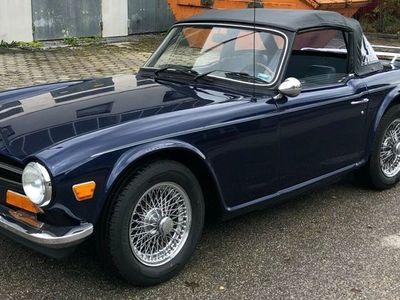 gebraucht Triumph TR6 neu lackiert, Wurzelholz, blaues Leder