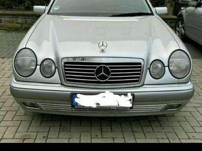 gebraucht Mercedes E220 Mercedes BenzBj.98 TÜV-08/2023
