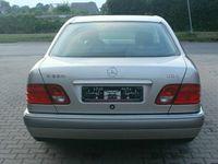 gebraucht Mercedes E220 CDI Avantgarde*Garagenfahrzeug*