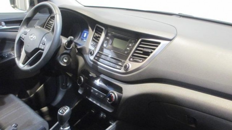 vendido hyundai tucson 1 6 gdi bd ess coches usados en venta. Black Bedroom Furniture Sets. Home Design Ideas
