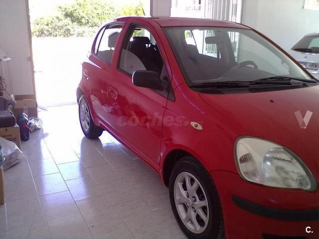 vendido toyota yaris 1 0 vvti t2 5p coches usados en venta. Black Bedroom Furniture Sets. Home Design Ideas
