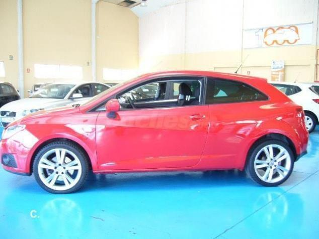 vendido seat ibiza sc 1 6 tdi 105cv 2 coches usados en venta. Black Bedroom Furniture Sets. Home Design Ideas