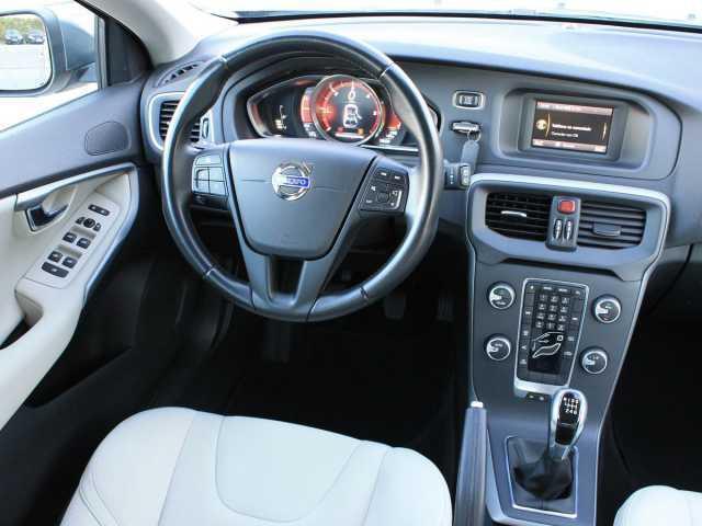 vendido volvo v40 d2 kinetic manual coches usados en venta rh autouncle es volvo v40 manual or automatic volvo v40 manual pdf