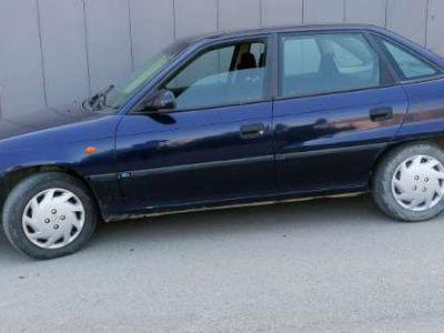 usado Opel Astra 1.6 Merit