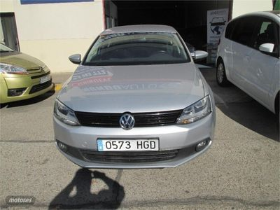 usado VW Jetta 1.6 TDI 105cv Advance Bluemotion Tech