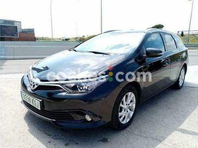 usado Toyota Auris Touring Sports 120t Active 116 cv en Girona