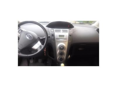 usado Toyota Yaris 1.3 VVT-i Luna
