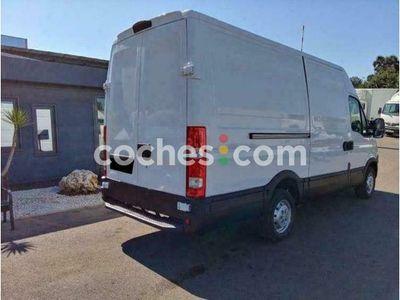 usado Iveco Daily Fg. 35s13v Transversal 3300rs 12.0 126 cv en Barcelona