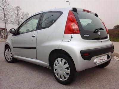 usado Peugeot 107 1.0i Urban 70CV*MUY POCOS KM*SOLO 99€/MES*