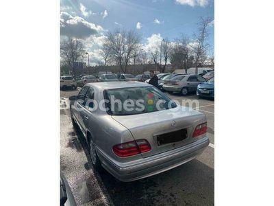 usado Mercedes E240 Clase EElegance 170 cv en Madrid