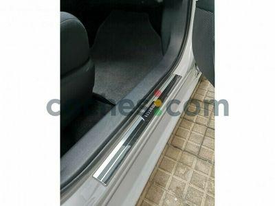 usado Toyota Auris Hybrid 140h Business 136 cv en Barcelona