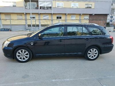 usado Toyota Avensis Wagon 2.2D-4D CleanPower Executive
