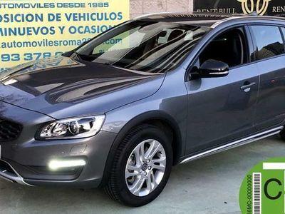 usado Volvo V60 CC 2.0 D3 MOMENTUM Auto 5p.