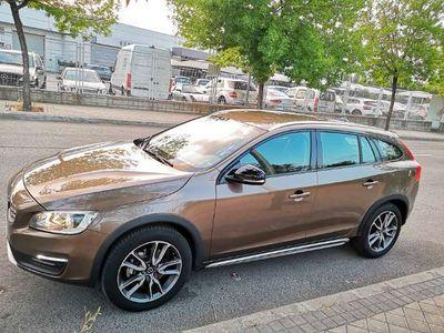 usado Volvo V60 CC D4 Momentum AWD Aut.