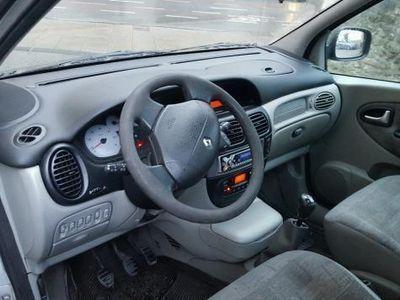 usado Renault Scénic CONFORT DYNAMIQUE 1.6 16V -03