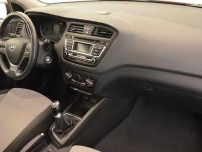 gebraucht Hyundai i20 2015 13644 KM a € 9890.00