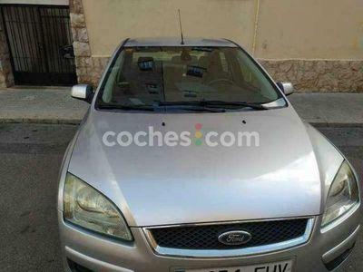 usado Ford Focus Sedán 1.6 Ghia 115 115 cv en Castellon
