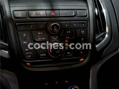 usado Opel Zafira Tourer 1.4 T Glp Selective 140 cv en Madrid