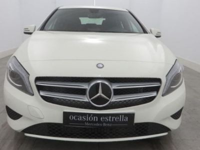 usado Mercedes 200 A Series CLASECDI BERLINA 136CV blanco 2015 13271 KMs a € 24800.00