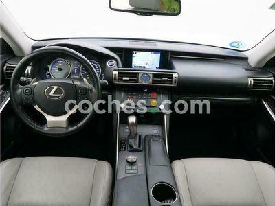 usado Lexus IS300h IsLuxury 223 cv en Barcelona