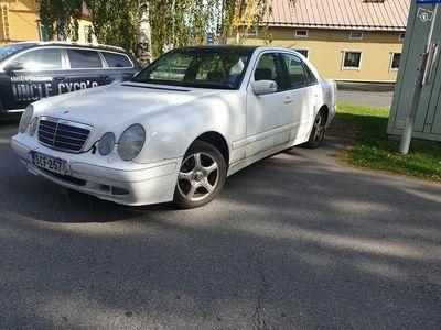 käytetty Mercedes 200 2.1 vm 2002