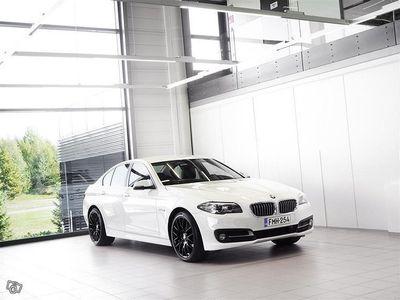 """käytetty BMW 520 d xDrive F10 Sedan Exclusive Aut + Nahat + Bluetooth + BiXenon + Tutkat + 19"""" alut"""