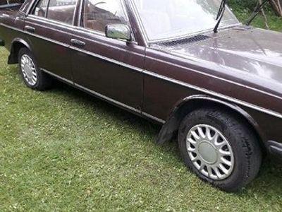 käytetty Mercedes E300 123 D vm 81