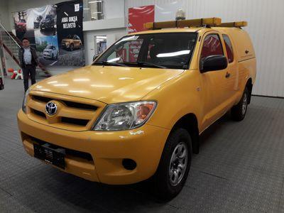 käytetty Toyota HiLux 2.5 D-4D Extra Cab DLX 4WD **alv.väh.kelpoinen**teipattu uutena keltaiseksi** valmis saattoauto vilkuilla