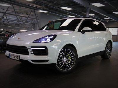 käytetty Porsche Cayenne E-Hybrid, 8-Suuntaiset Istuimet, PDLS+, Peruutuskamera, Vetokoukku, Panoraamakatto, Bose