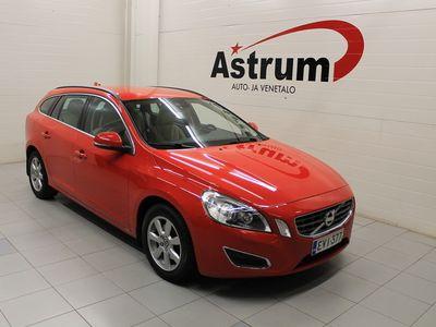 käytetty Volvo V60 T4F Momentum Business A * Navigointi / Tutkat / Xenon / Vetokoukku *