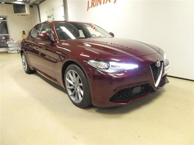käytetty Alfa Romeo Giulia 2,0 Bensiini 280hp AT8 AWD Veloce *1. OMISTAJALTA, MERKKIHUOLLETTU*