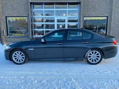 "käytetty BMW M550 d F10 380 HV DIESEL NELIVETO AUTOMAATTI NAHKASISUSTUS WEBASTO KATTOLUUKKU HUD VETOKOUKKU 19""ALUT"