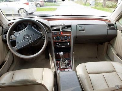 käytetty Mercedes C180 4d sedan
