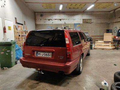 käytetty Volvo V70 2.5 turbo stw 4wd osina