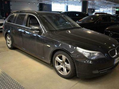 käytetty BMW 525 E61 Touring ** Facelift / Navi / HUD / P.tutkat / Puolinahat / Xenon / Sporttipenkit **