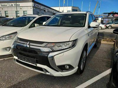 käytetty Mitsubishi Outlander P-HEV Intense 4WD 5P ** Remote Control / Koukku / Nahka-Alcantara / KeyLessGo / P- Kamera / Tutkat **