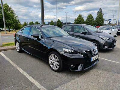 käytetty Lexus IS300h Luxury *Navi, puolinahat, täyd. merk. h-kirja*