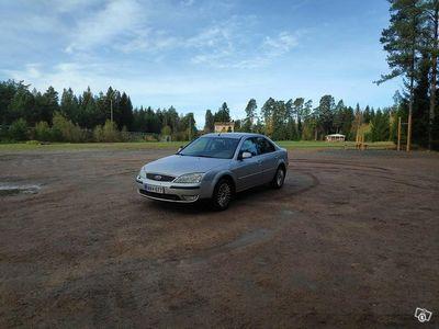 käytetty Ford Mondeo 1.8i 110hv Ambiente Sedan