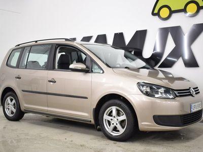 käytetty VW Touran Trendline 1,2 TSI 77 kW (105 hv) / Panoraama-katto/ Juuri vaihdettu jakoketju / 7-Paikkainen / Suomi-Auto
