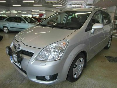 käytetty Toyota Corolla Verso 2,2 D-4D 136 Clean Power Linea Sol