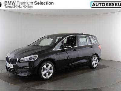 käytetty BMW 218 2-sarja F46 Gran Tourer dA xDrive Business, Connected, Sport Seats - Nelivetoisen Gran Tourerin avaran matkustamon ja suuren tavaratilan turvin matkanteko maistuu - BPS takuu 24 kuukautta/40 000 km