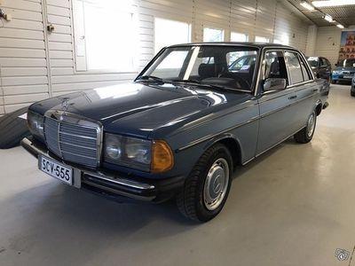 käytetty Mercedes 200 museoajoneuvo