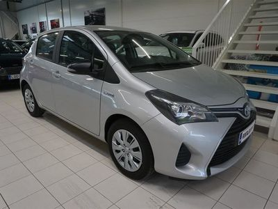 käytetty Toyota Yaris 1,5 Hybrid Life 5ov (RHD)