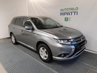 käytetty Mitsubishi Outlander P-HEV Instyle Navi 4WD 5P