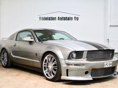 käytetty Ford Mustang USA Mustang Upeakorisarjalla ja pakoputkistolla. Rahoitus alk. 0€ käsirahalla.