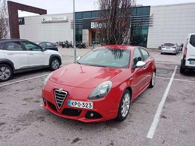 käytetty Alfa Romeo Giulietta 1,4 MultiAir 170hv Bensiini - Juuri katsastettu ja huollettu vakionopeudensäädin, automaatti-ilmasto