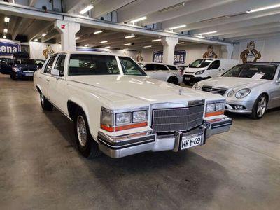käytetty Cadillac Fleetwood Brougham Fleetwood 4DV8.Asiallisen