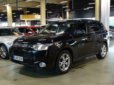 käytetty Mitsubishi Outlander 2,0 MIVEC Instyle NAVI CVT AT 4WD Business 7-ist ** Suomi-auto / P-kamera / KeyLessGo / Sähköluukku / Koukku **