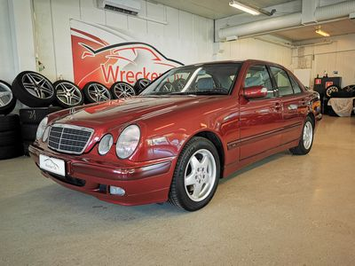 käytetty Mercedes E320 CDI Classic Autom. Upea auto todella järkimetrein! Lasikattoluukku, Vakkari, Ilmastointi...Rahoitus/kotiintoimitus.